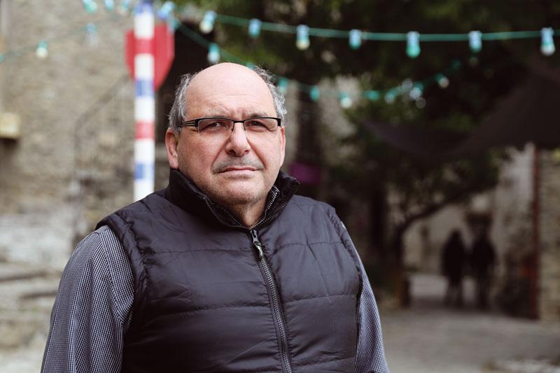 le maire d'Eus, dans les Pyrénées-Orientales
