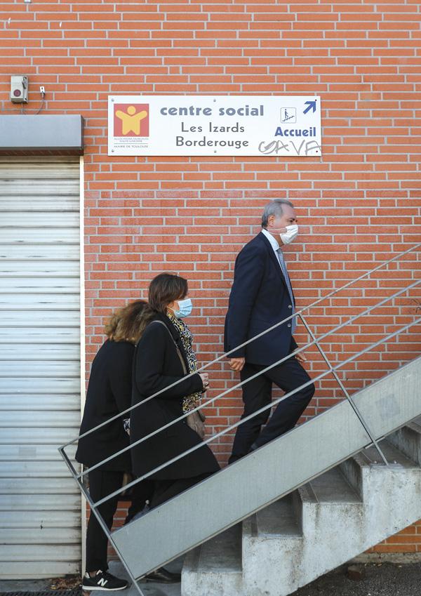 Jean-Luc Moudenc, maire de Toulouse, en visite aux Izards