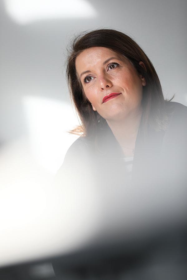Simple habitante de Toulouse il y a encore quelques mois, Cécile Dufraisse a aujourd'hui la responsabilité de l'occupation du domaine public de la ville et est maire de l'un des quartiers les plus peuplés. Une promotion éclair pour cette énergique quadra persuadée que la politique a encore de beaux jours devant elle.